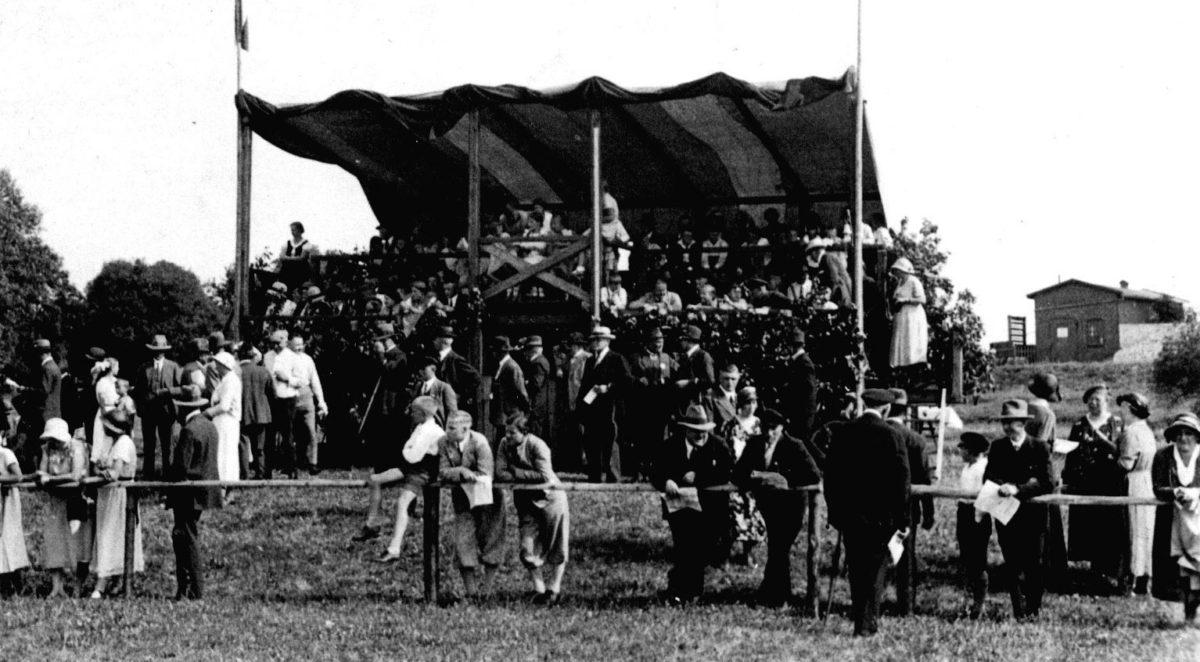 Geschichte des Stover Rennens: Tribüne