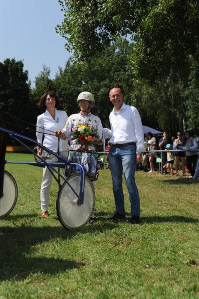 Samtgemeinde Bürgermeister Rolf Roth mit Jochen Holzschuh und Sweet Little Heart (Besitzer: Bern.+Ulr. Tenbrink)